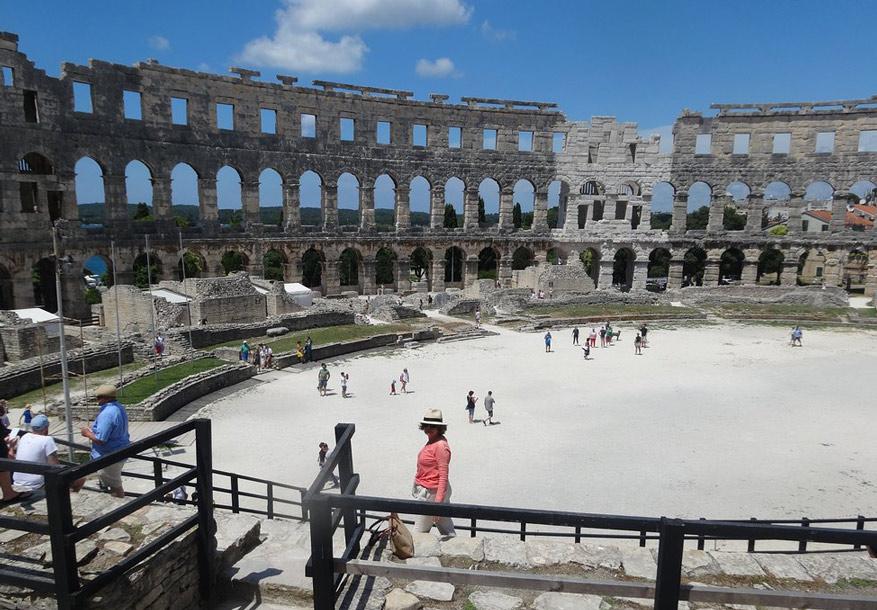 l'amphithéâtre Pula